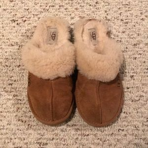 UGG kids size 5 Slippers